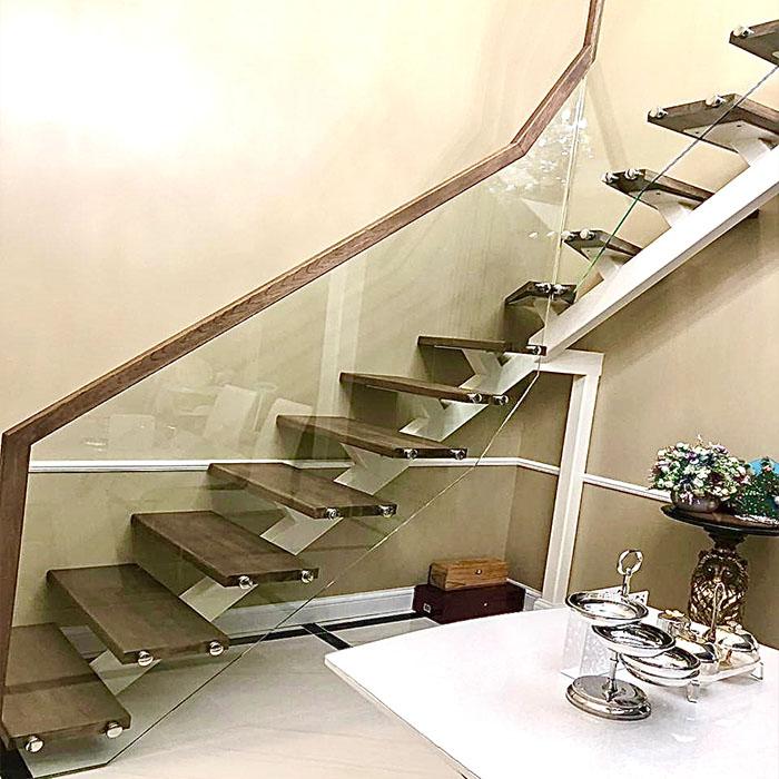 деревянные лестницы со стеклянным ограждением