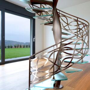 винтовая лестница из стекла